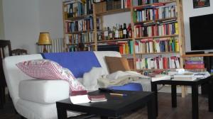 Sofa optimal auf den Fernseher ausgerichtet und Hausbar in Reichweite - wozu Sport?