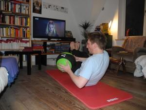 Die Henok-Bauchmuskelübung zur Kräftigung und Frühstücksfernsehen zur Information