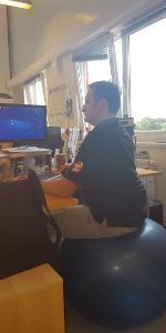 Gymnastikball im Büro