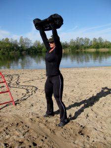 Das Training mit einem Sandbag ist sehr alltagsnah.